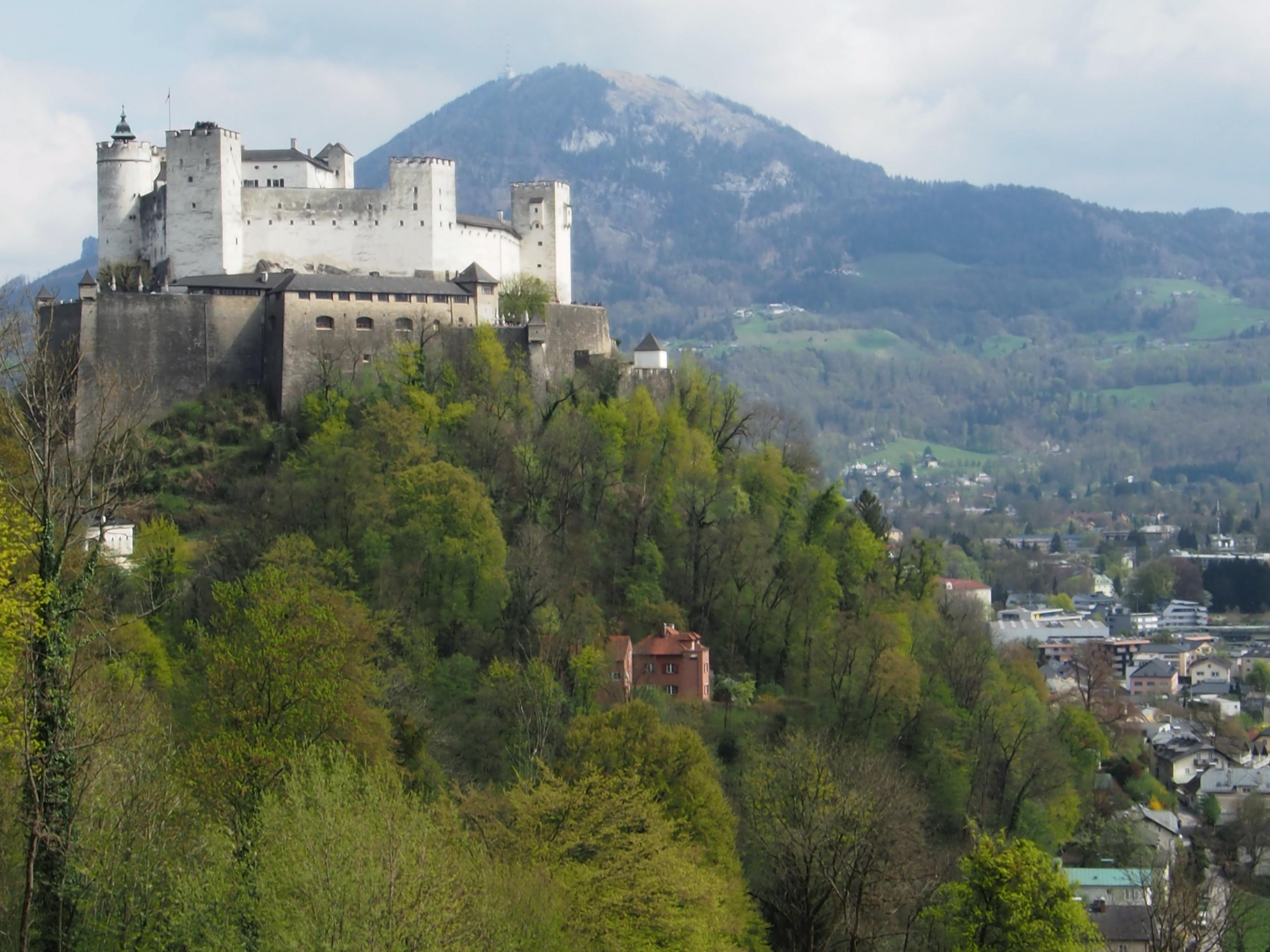 Burg Salzburg.jpg